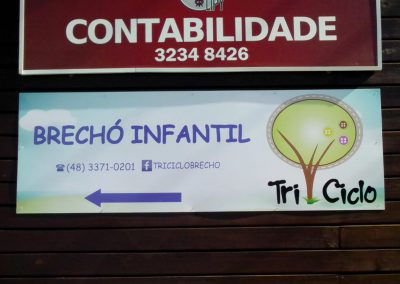 Placa PS com adesivo vinil Brechó Triciclo